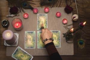 voyance-au-feminin-fr-les-oracles-outils-de-divination-predire-lavenir