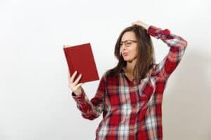 voyance-au-feminin-ch-bibliomancie-question