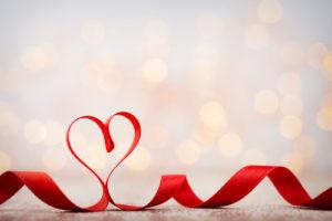 voyance-au-feminin-fr-fil-rouge-amour-ruban-coeur
