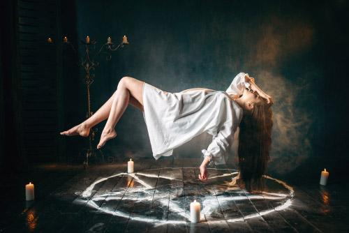 voyance-au-feminin-fr-le-mythe-des-sorcieres-rituels-paiens